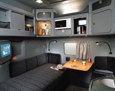 Int rieur d 39 un scania longline pour tous les passion s for Camion americain interieur cabine