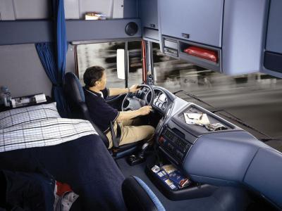 Cabine d 39 un daf xf95 pour tous les passion s de camions for Camion americain interieur cabine